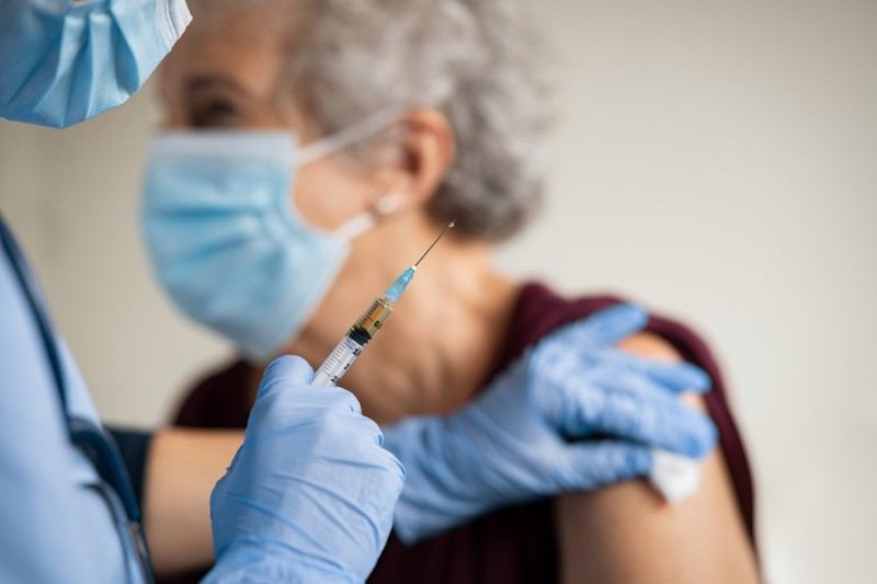 Andalusia starts administering covid vaccinations to those in their 70s