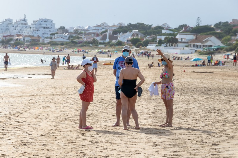 <span style='color:#780948'>ARCHIVED</span> - Spain modifies new facemask rules to allow exceptions at beaches and swimming pools