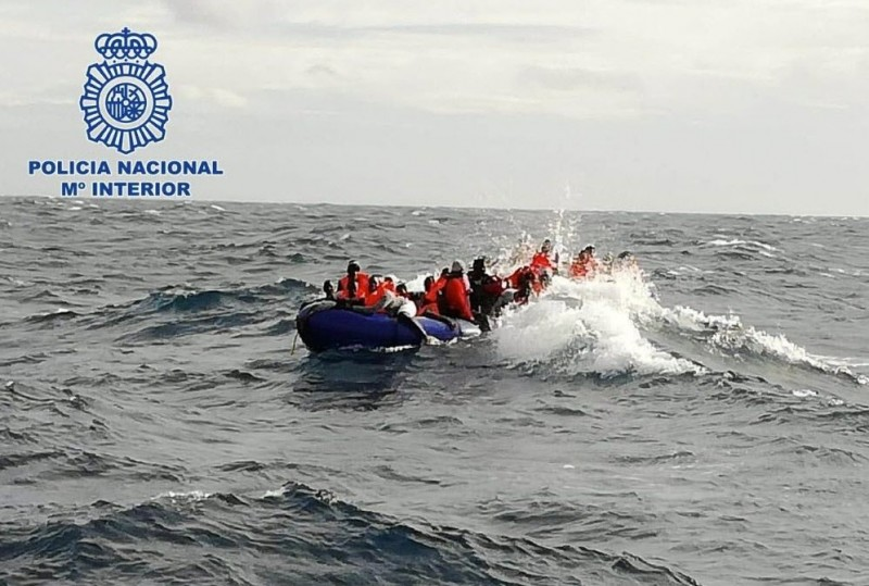 <span style='color:#780948'>ARCHIVED</span> - 11 irregular migrants pulled out of the sea in Nijar, as 65 reach Almeria this weekend