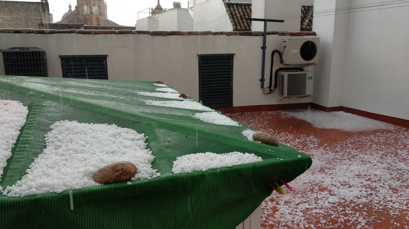 <span style='color:#780948'>ARCHIVED</span> - Torrential hailstorm batters Ecija in Seville province
