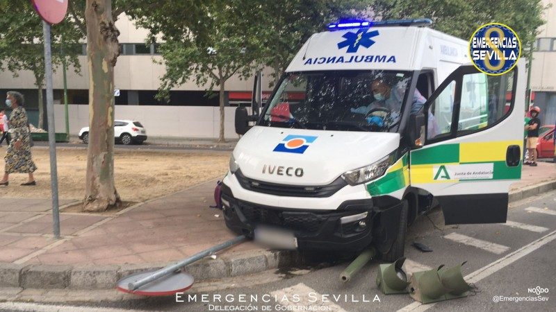 Sevilla police save infant from drowning in an inflatable swimming pool