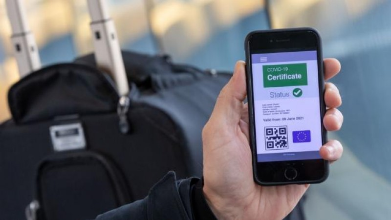 More than 50,000 vaccinated Andalucians have downloaded new Covid certificate in 48 hours