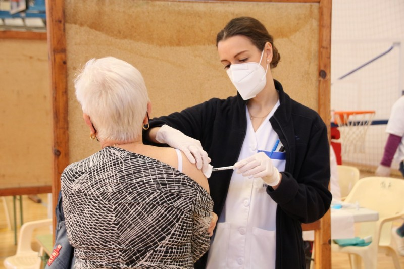 <span style='color:#780948'>ARCHIVED</span> -   More than 3.9 million Andalusian residents have received first Covid vaccine