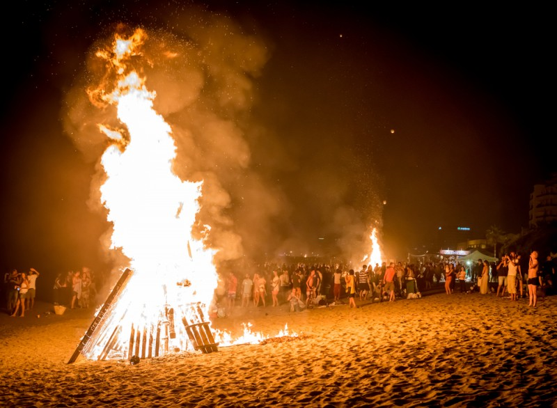 <span style='color:#780948'>ARCHIVED</span> - Almeria towns unite to ban San Juan beach parties