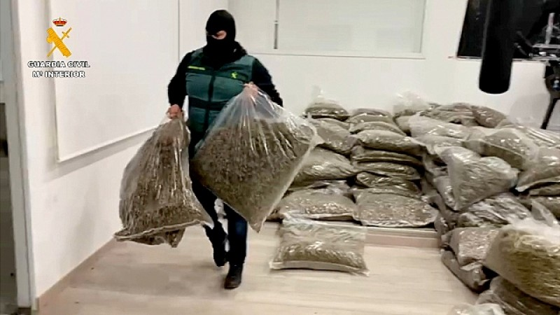 <span style='color:#780948'>ARCHIVED</span> - Eight people arrested smuggling five tons of marijuana between Almeria and the UK