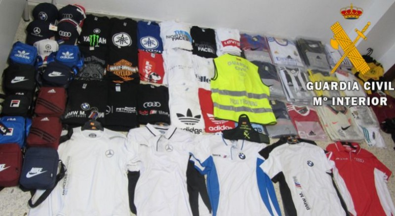 <span style='color:#780948'>ARCHIVED</span> - Man investigated in Almeria for selling fake designer clothes